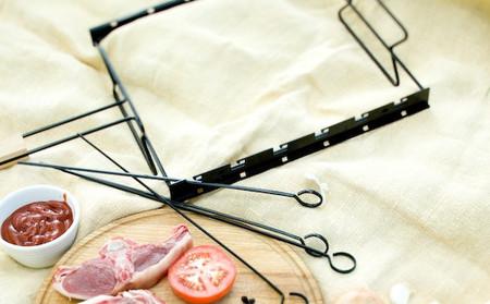 Удобная и компактная вещь — может служить как решеткой, так и мангалом