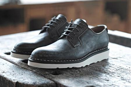 В линейку весенних моделей вошли оксфорды, чукка-бутсы и классические ботинки