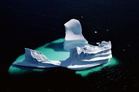 Полурастаявший айсберг, Гренландия