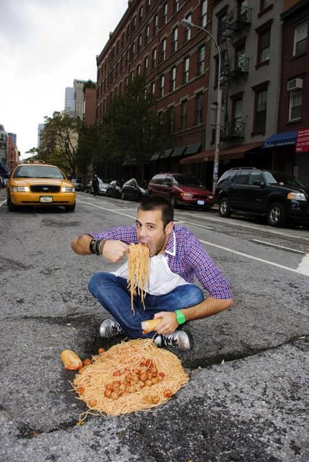 Дэвид Лусиано и Клаудиа Фикка. Что делает художник, когда ему надоедают дорожные ямы? Серию картин! — фото 6