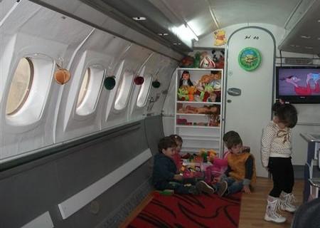 Не детский сад, а мечта! Во что превратился списанный ЯК-40 — фото 5