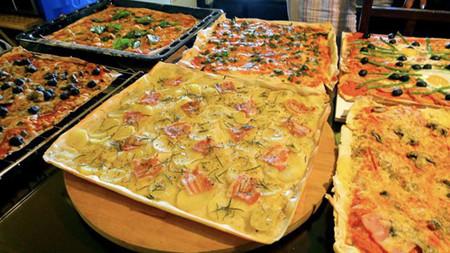 Пицца — продукт демократичный, рецептов море