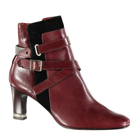 И немного обуви: