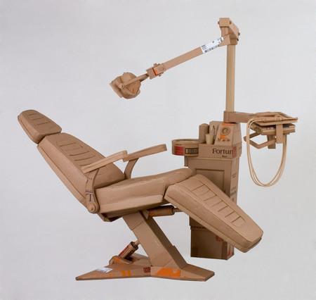Стоматологический кабинет — картонный, но мурашки все равно пробегают )))