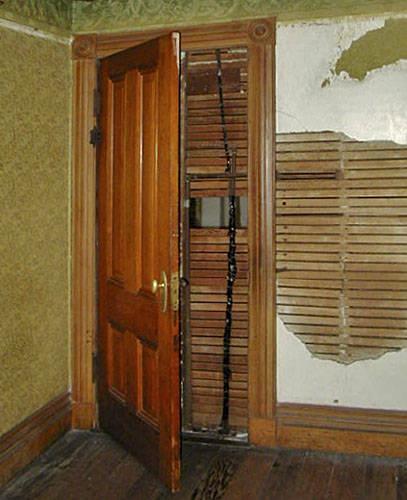 Дверь в… глухую стену