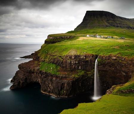 На 17 островах живут всего 50 тысяч человек!