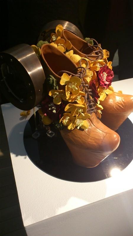 Ударим каблуком по радиации! Посевные туфли Healing Fukushima — фото 9