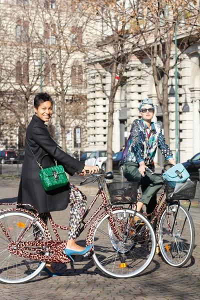 Бренд D&G приобщает модниц к велосипедам — фото 4