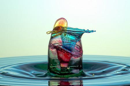 Скульптуры из … воды. Макрофотографии разноцветных капель — фото 25