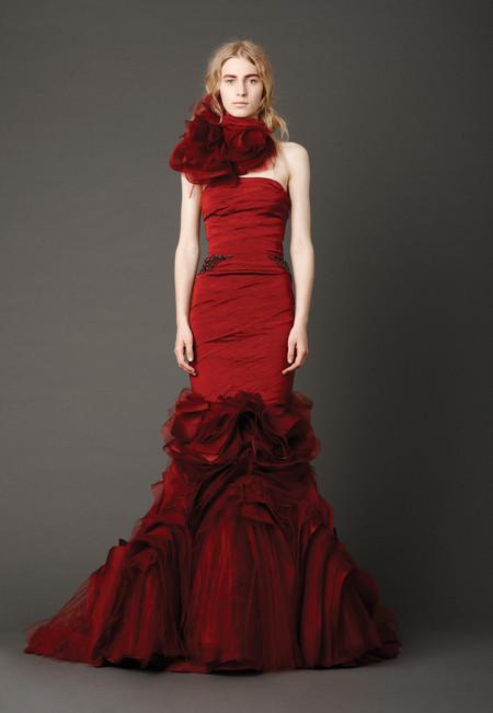 Девушки в красном – невесты в свадебных платьях. Коллекция Vera Wang весна 2013 — фото 15