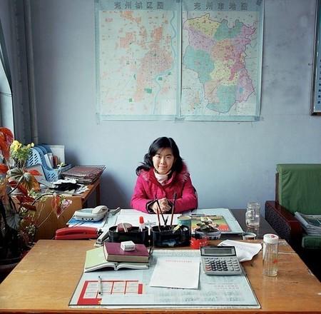 Wang Ning – работник экономического отдела сообщества Gu Lou в городе Яньчжоу провинции Шаньдунь, Китай. Ее работа – быть связующим звеном между правительством и местными предприятиями. Зарплата — 2,100 юаней (US$ 260, 228 евро).