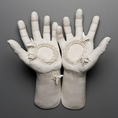 Живой фарфор и смерть в скульптурах Кейт МакДауэлл — фото 8
