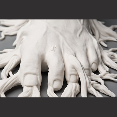 Живой фарфор и смерть в скульптурах Кейт МакДауэлл — фото 18