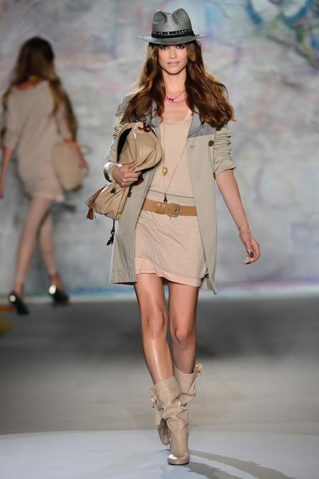 Классно составленный look — одежда, обувь, шляпка, все супер
