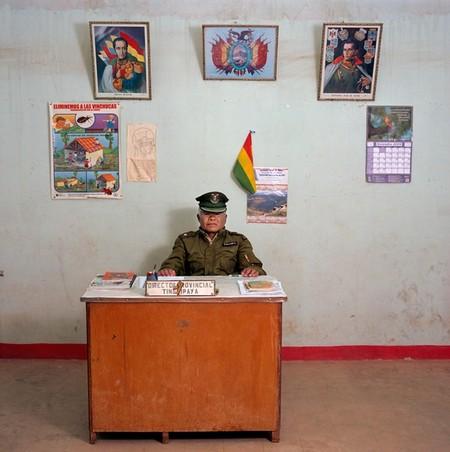 Constantino Ayaviri Castro – офицер полиции третьего ранга в муниципалитете Tinguipaya, Боливия. У него нет пишущей машинки, авто, телефона. Зарплата — 800 боливиано ($100, €189).