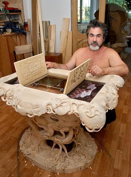 Александр Коняев за работой