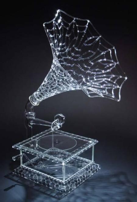Тонко и звонко, изящно, необычно — стекло кажется послушным и гибким