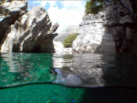 Река Верзаска – холодная, чистая и идеально прозрачная — фото 5