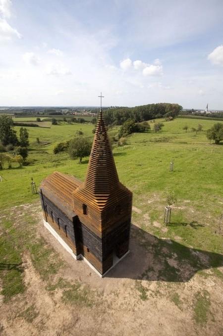 Сверху очень похоже на обычную небольшую церквушку