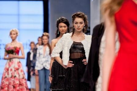 Юлия Скрыпник и ее «Шик» - коллекция весна-лето 2012 — фото 15