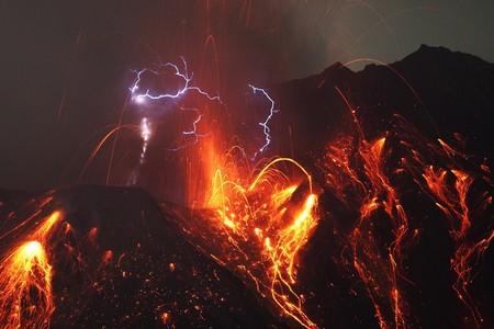 Вулканические молнии — загадочный феномен