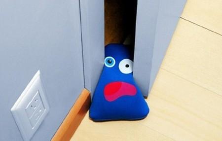 Открой дверь и улыбнись! Прикольные стопперы для дверей — фото 10