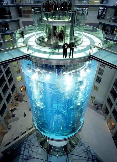 Аквариум – не только домик для рыб. Необычные и разные, маленькие и огромные аквариумы – солисты в интерьере — фото 28