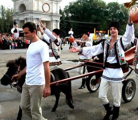 День вина в Молдове – национальный праздник — фото 11
