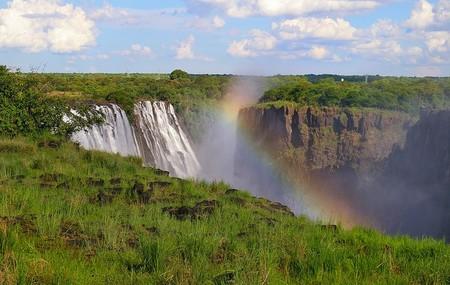 В разное время года водопад выглядит по-разному, из-за меняющегося количества воды
