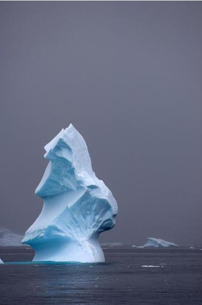 Айсберги бывают очень причудливой формы