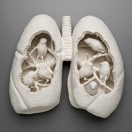 Живой фарфор и смерть в скульптурах Кейт МакДауэлл — фото 6