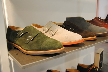 Это монки (с пряжками) — очень практичная обувь. У Марка она еще и веселенькая )))