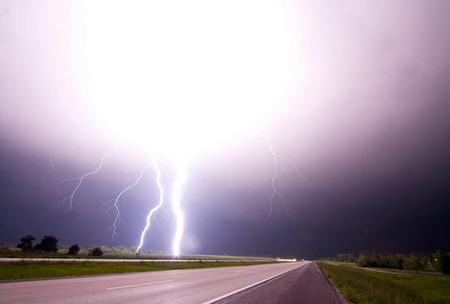 Торнадо, смерч, молнии, грозовые тучи – это красиво! Фотографии Майка Холлингшеда (Mike Hollingshead) — фото 9