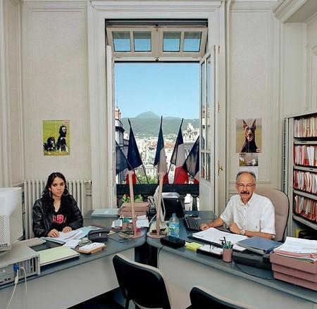 Maurice Winterstein работает в Комиссии по улучшению прав и возможностей граждан, Овернь, Франция. Зарплата — 1,550 евро (US$ 2,038). Рядом на фото – девушка-стажер.