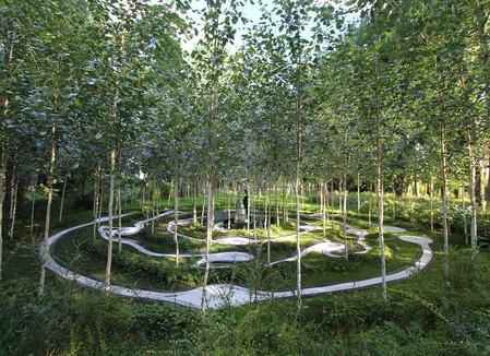 Cад деревянных костей в Garden of Cosmic Speculation