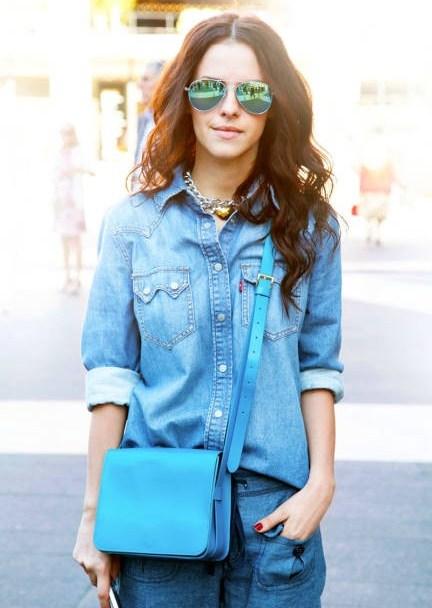 С чем носить женскую джинсовую рубашку - фото модных