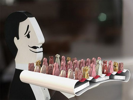 Как насчет партию в шахматы и перекусить?
