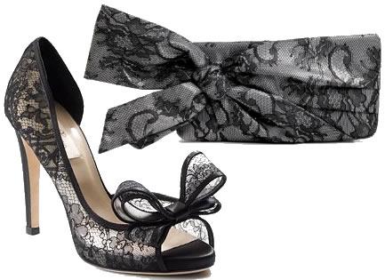 Это классика — туфельки и клатч, кружева и бант