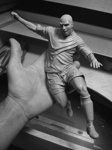 Скульптуры Адама Бина – маленькие, но достоверно точные. Причем из «секретного материала»! — фото 13