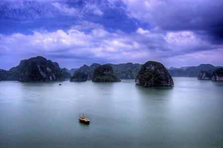 Бухта Халонг во Вьетнаме – острова, изумрудная вода и дракон — фото 15
