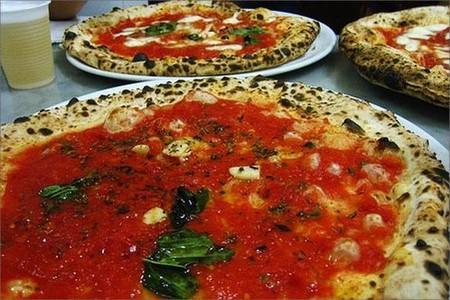 Говорят, что пиццу нужно не только готовить, но и кушать по правилам