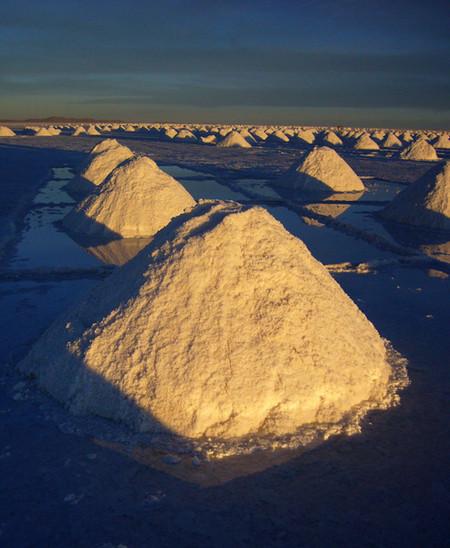 Уюни в Боливии – соляное озеро, соленый отель, фламинго и паровозы — фото 18