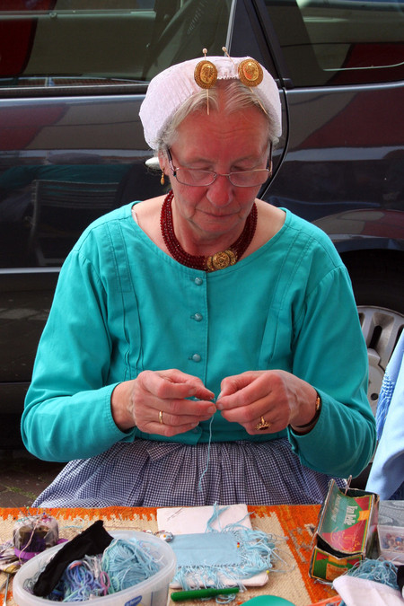Бабушки — аборигенки, как же без них )
