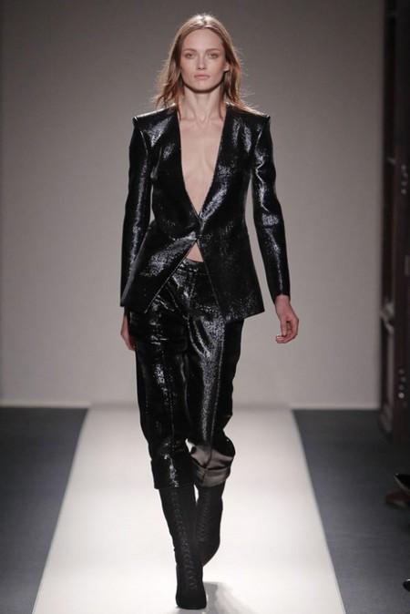 В коллекции много пиджаков и брюк