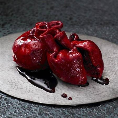 Угощение для любимого(-мой) в День Святого Валентина. Свежевынутое сердце, еще тепленькое ))