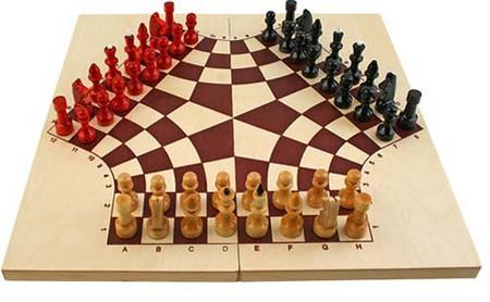Шахматы на троих – вот это интересно, но представить как-то трудно. Хотя попробовать стоит наверняка.