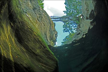 Река Верзаска – холодная, чистая и идеально прозрачная — фото 8
