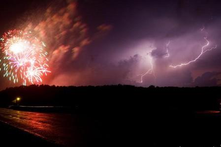 Торнадо, смерч, молнии, грозовые тучи – это красиво! Фотографии Майка Холлингшеда (Mike Hollingshead) — фото 16