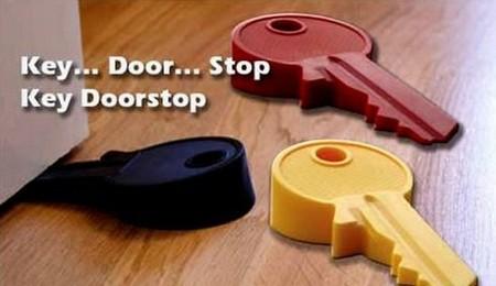 Открой дверь и улыбнись! Прикольные стопперы для дверей — фото 25