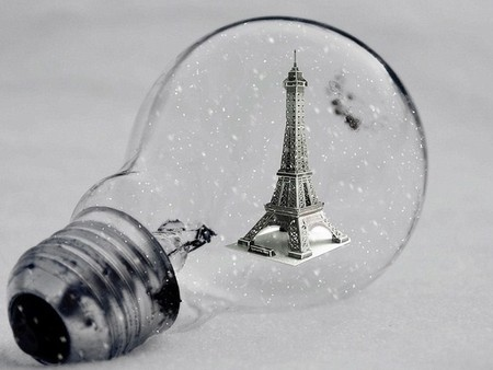 Что будет, если объединить лампочку и Эйфелеву башню?)) Просто и изящно
